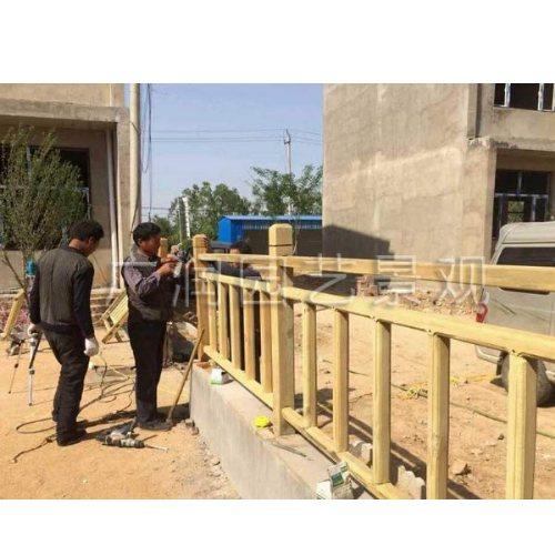 广润园艺 河道木头防护栏公司 定制河道木头防护栏图片