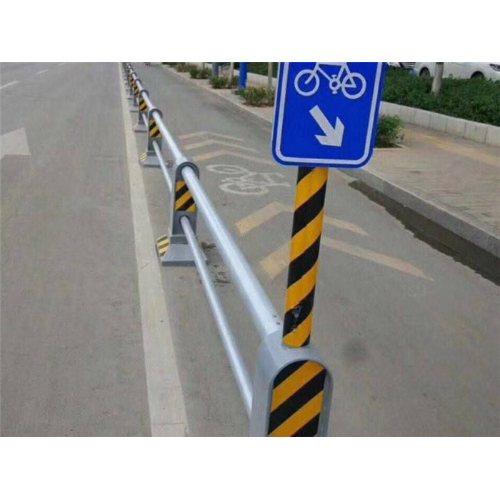 生产交通护栏图片 优质交通护栏 巨煜金属