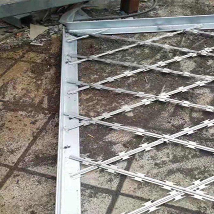 围墙刀片刺网 螺旋交叉刀片刺绳安装固定方法 安平运通