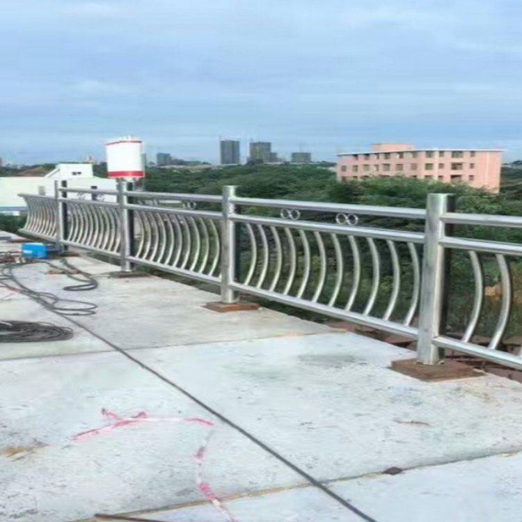 优质钢桥梁护栏报价 华企 专业钢桥梁护栏报价