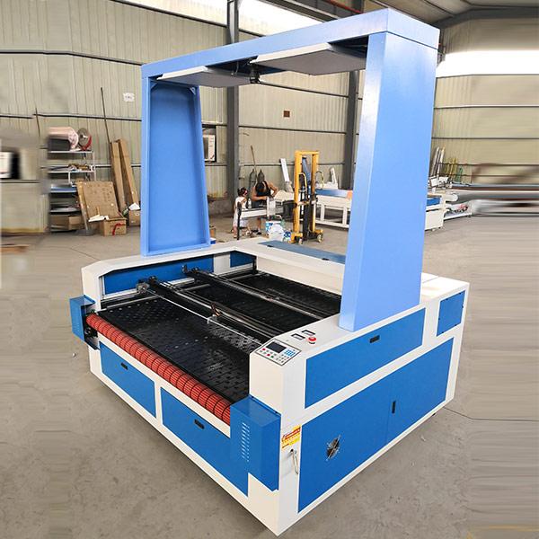 运动服CCD激光雕刻机生产商 迪创智能 公仔CCD激光雕刻机生产商
