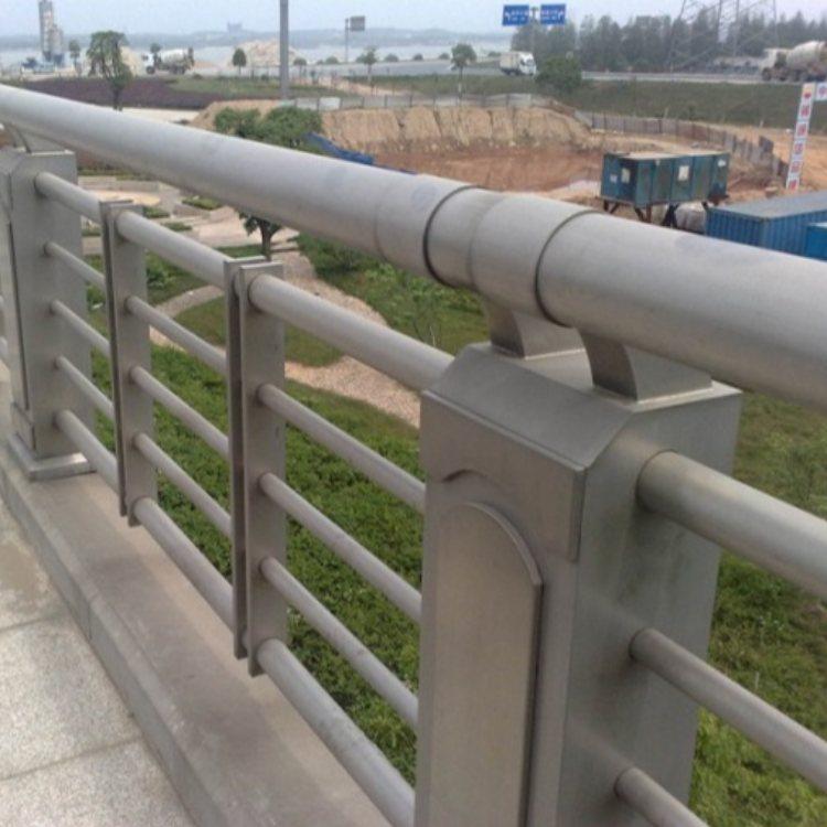 防撞灯光栏杆定做 聚晟 专业防撞灯光栏杆定制 防撞灯光栏杆销售
