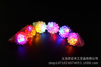 厂家直销高档LED荧光草莓玫瑰眼珠戒指七彩发光新奇玩具