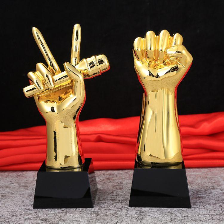 厂家直销创意树脂电镀水晶奖杯奖牌拳头金话筒奖杯定制可定制LOGO