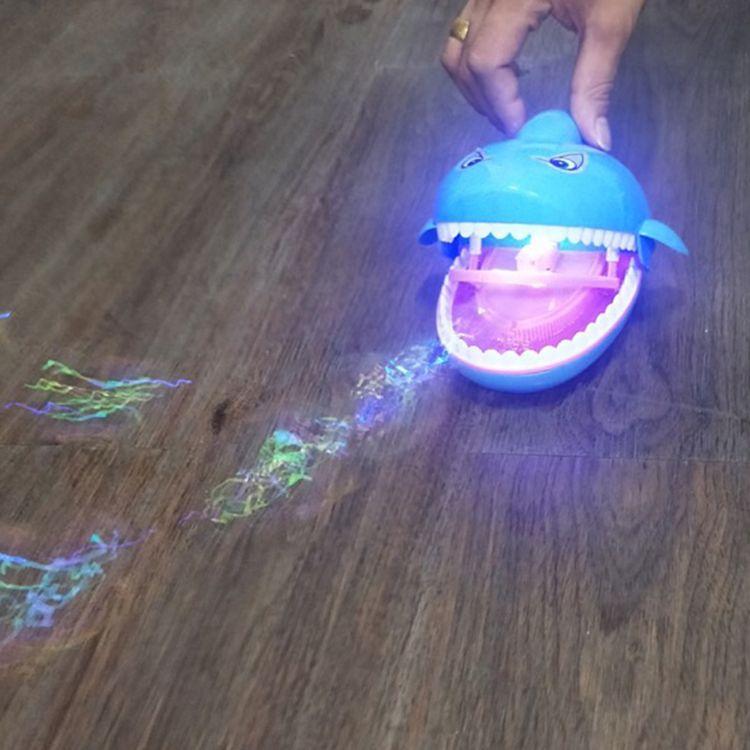 2018抖音同款鲨鱼带音乐电动灯光儿童全自动七彩大泡泡机玩具户外