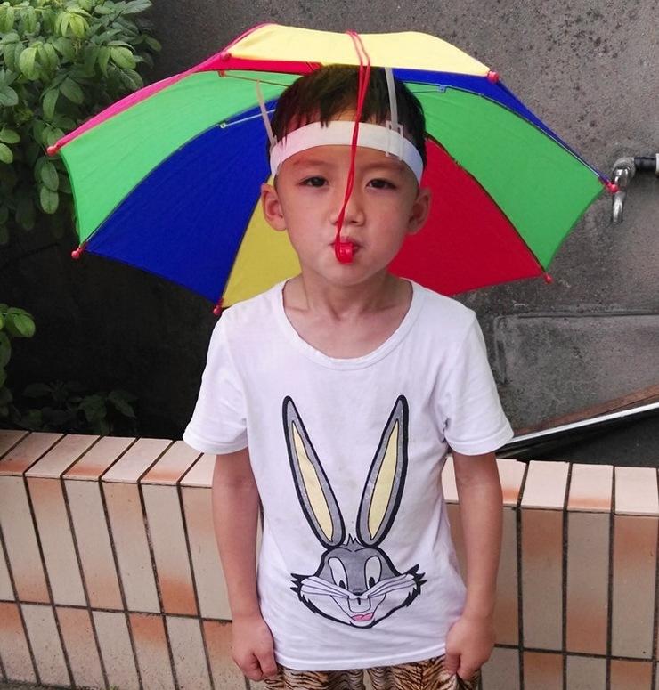 创意户外彩虹色雨伞大号小孩女头戴伞 防晒卡通帽伞 儿童雨伞男