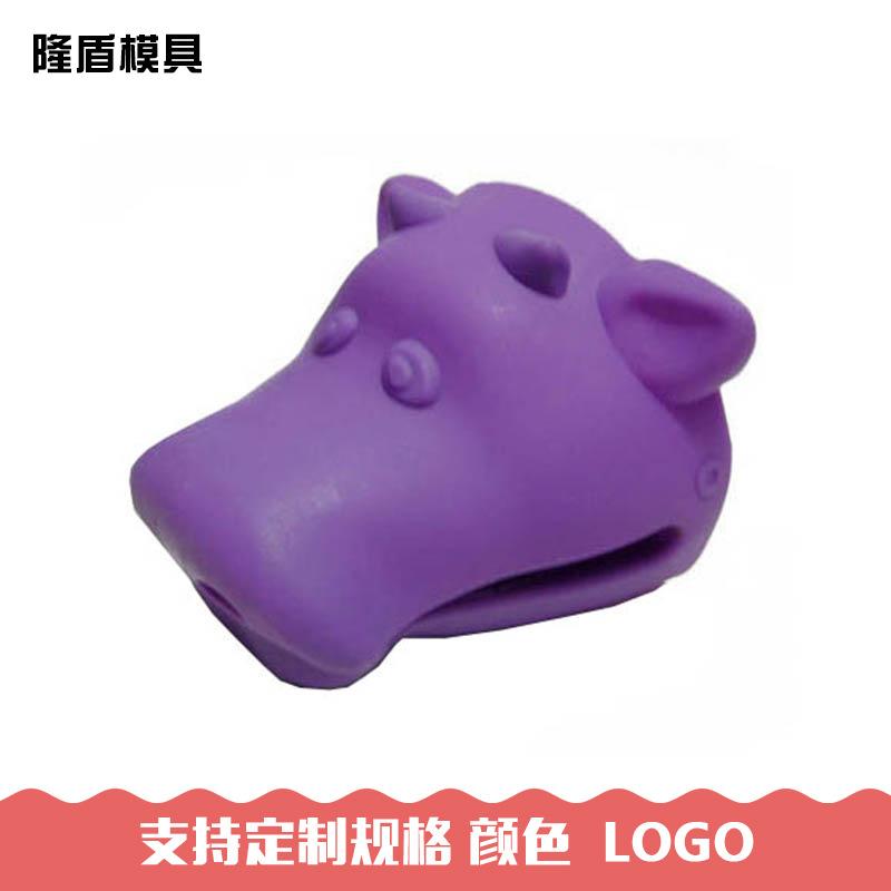 供应各类动物形状硅胶手套 隔热手套 耐高温 小牛造型防热手套