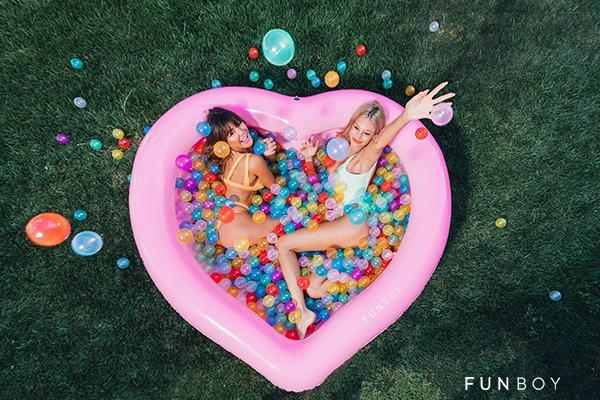 东莞厂家定制新款环保PVC心形充气水池粉色两环充气爱心水池