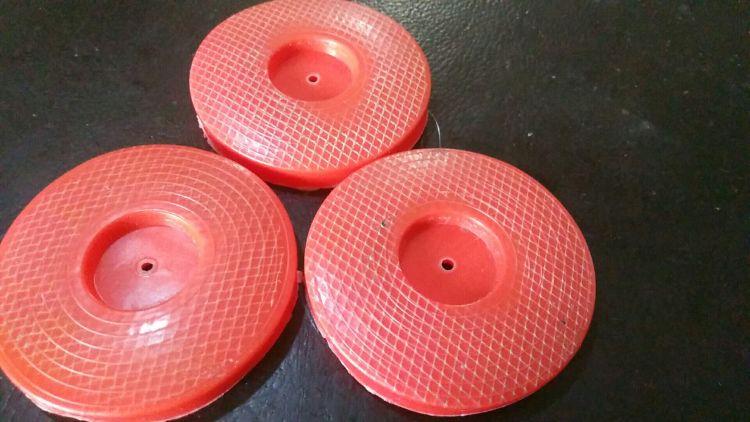磁焊枪热熔垫片 红色带铁丝网热熔垫片防水板塑料铁片复合垫片
