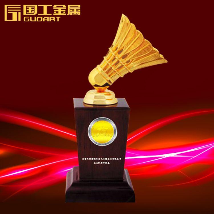 国工金属镶币奖杯定做免费设计纪念币羽毛球比赛金属奖杯定制厂家