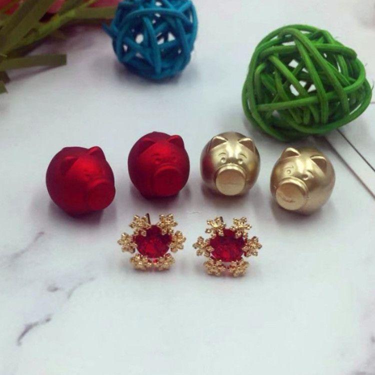 925银针新年款小猪金色红色珍珠耳环女 生肖猪雪花双面耳钉 现货