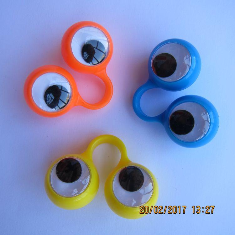外贸万圣节恶魔之眼珠戒指塑料活动眼球另类卡通玩具儿童手指眼睛