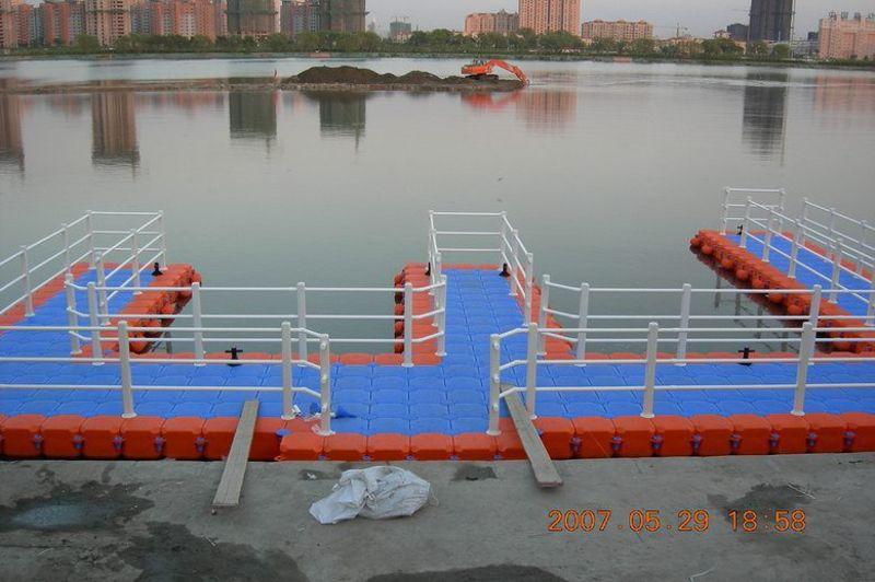 广州雨的公司  厂家供应水上平台、浮筒浮箱  、高密度塑料 , 可定制  欢迎来电