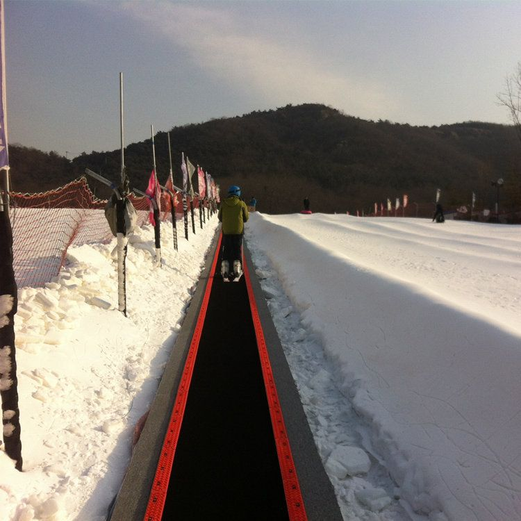 源头魔毯厂家雪地运输带防滑魔毯使用须知运输设备价格滑雪魔毯
