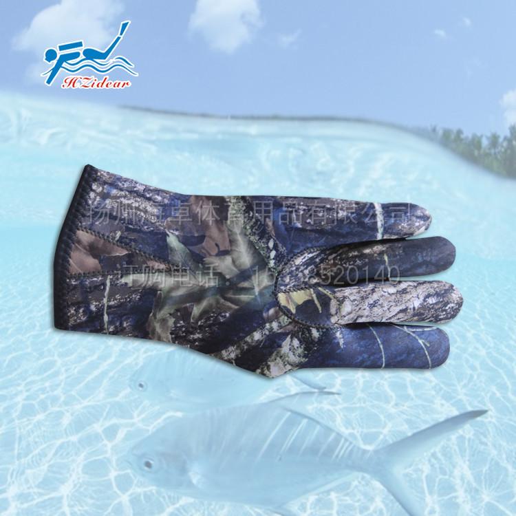 供应3MM迷彩仿生手套 保暖防护浮潜手套 潜水装备