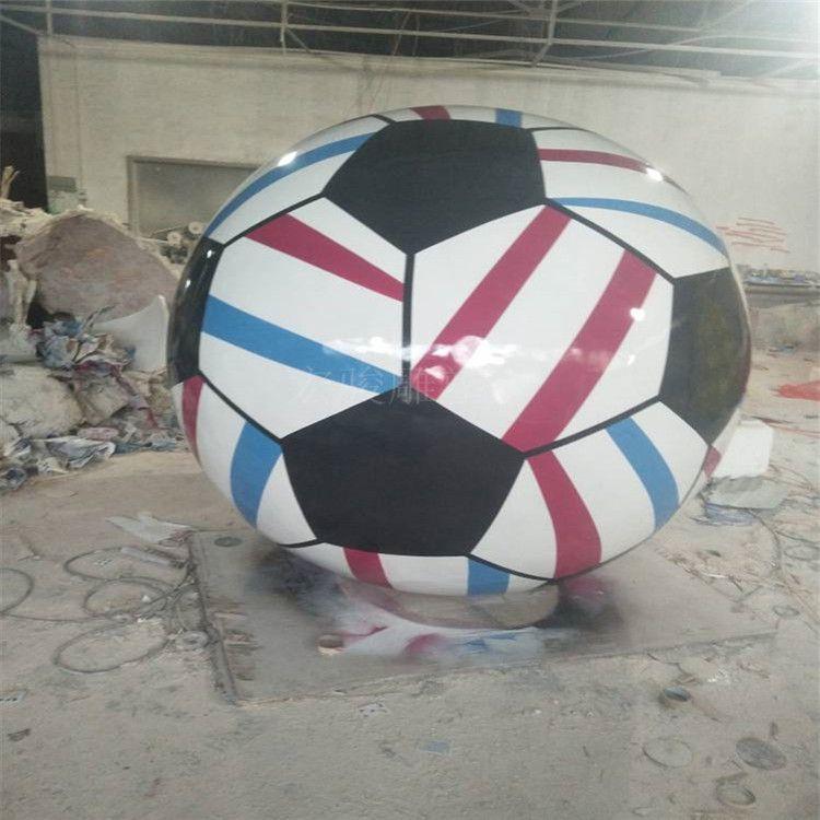 校园玻璃钢足球雕塑 体育广场展览足球造型雕塑 彩绘玻璃钢模型 宏骏雕塑