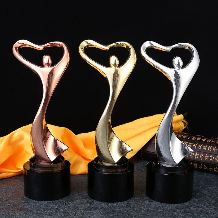 创意爱心金属奖杯定制 比赛活动纪念礼品工艺品摆件企业颁奖奖杯