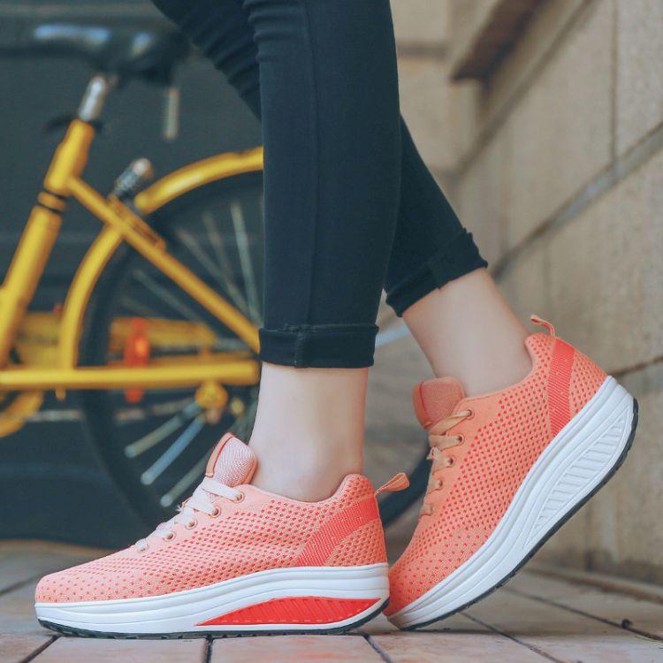 秋季新款单鞋女增高摇摇鞋 透气休闲运动健步鞋纯色松糕底女鞋
