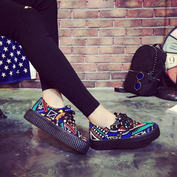 新款厚底帆布鞋女韩版学生系带厚底鞋韩版个性涂鸦松糕休闲板鞋