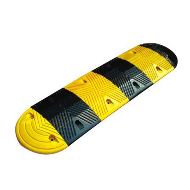 厂家批发减速带人字橡胶缓冲带线槽减速带橡胶斜坡垫马路缓冲带