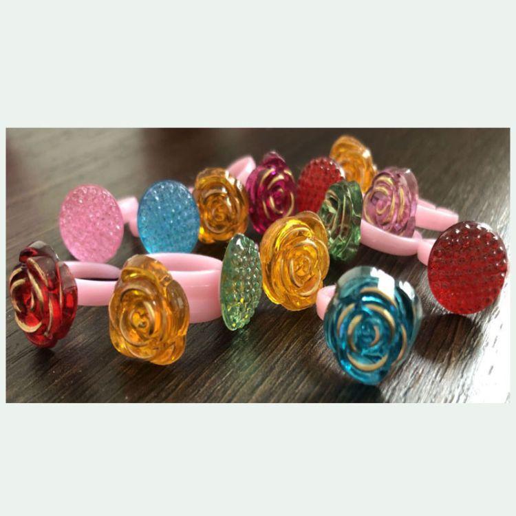 学校周边儿童塑料树脂花型钻动物钻戒指 儿童饰品散装厂家批发