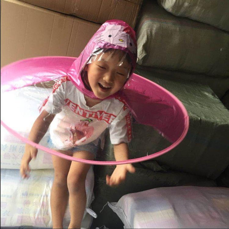 kt飞碟雨伞儿童小黄鸭雨衣帽子抖音热卖折叠飞碟雨衣kitty雨帽