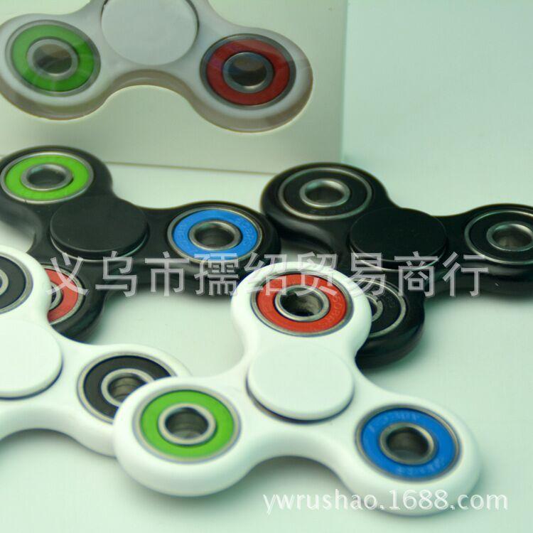 厂家直销 三角指尖陀螺 Hand spinner 美国EDC减压玩具