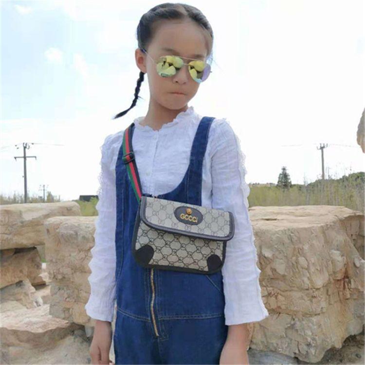 儿童包包时尚新款复古信封包小女孩斜跨腰包可爱公主胸包休闲搭配