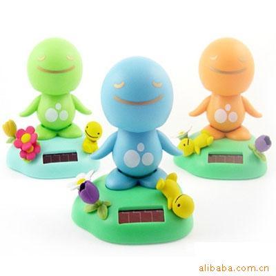 太阳能晴天娃娃 日本疗伤娃娃汽车摆件 太阳能玩具公仔厂家定制