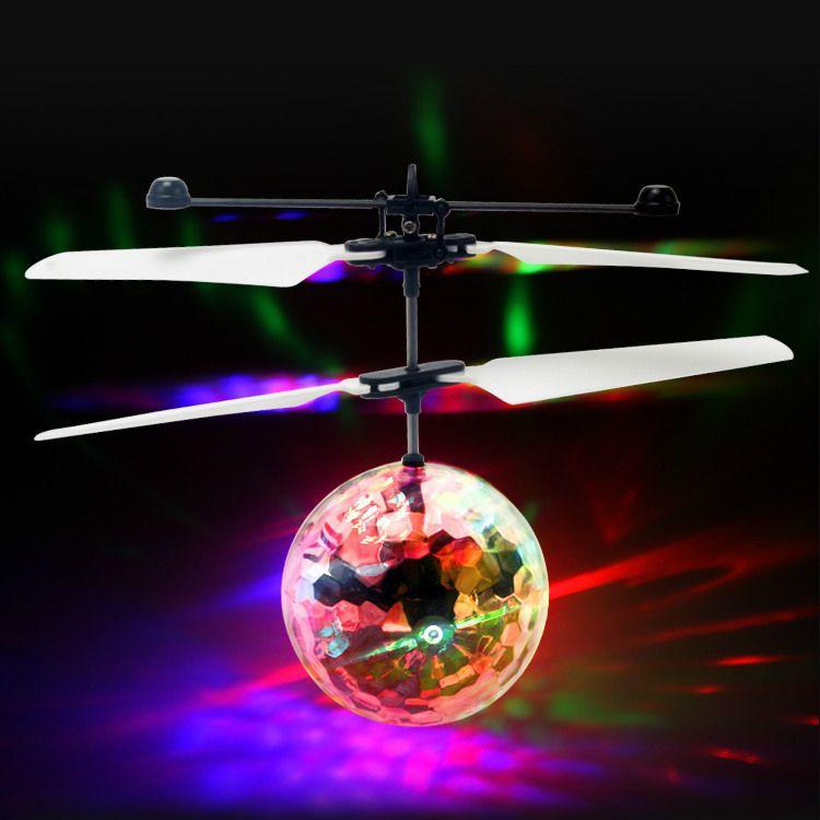 新奇特地摊热卖炫彩感应飞行器水晶球飞行器悬浮发光电动玩具