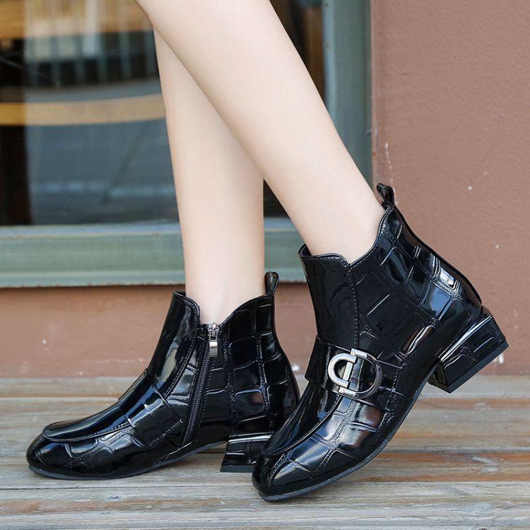 欧洲站2018秋冬新款方头女靴子漆皮粗跟马丁靴女侧拉链大码短靴女