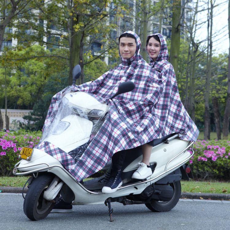 情侣时尚印花大帽檐双人电瓶车雨衣 颈部双层防护连体雨衣批发