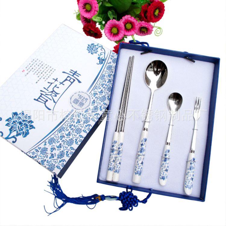 供应国际特色中式礼品套装 节日礼品批发青花瓷餐具四件套餐具