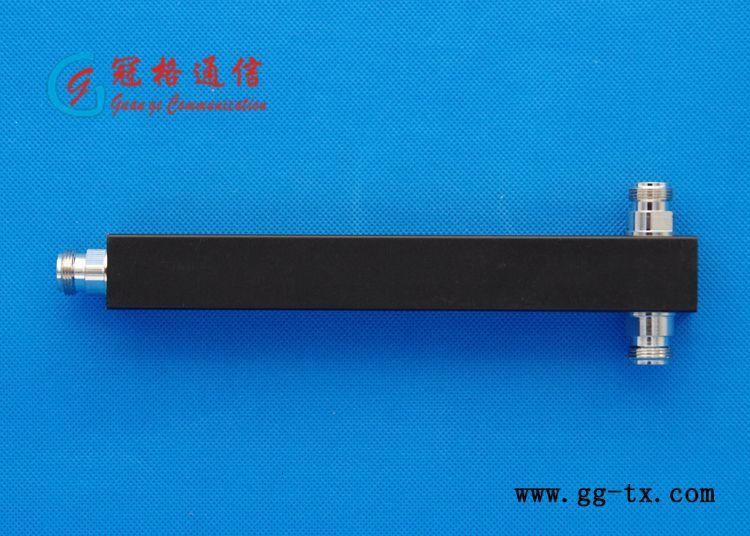 腔体二功分器/698-2700MHz