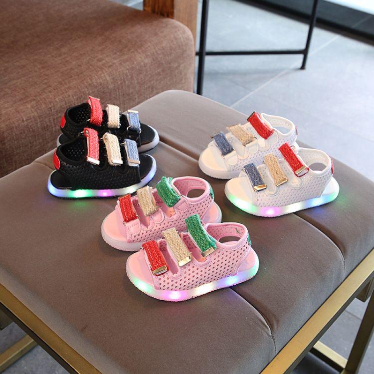 2018夏季儿童LED亮灯童鞋男童凉鞋女童沙滩鞋彩色韩版镂空透气鞋