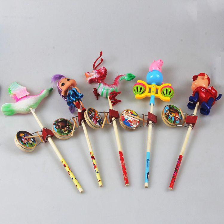厂家批发地摊玩具 人偶木质卡通玩具卡通鼓面红点 木偶摇鼓摇摇