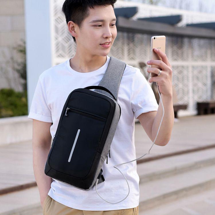 2018新款时尚潮流男士胸包USB充电单肩包户外旅行包休闲纯色小包