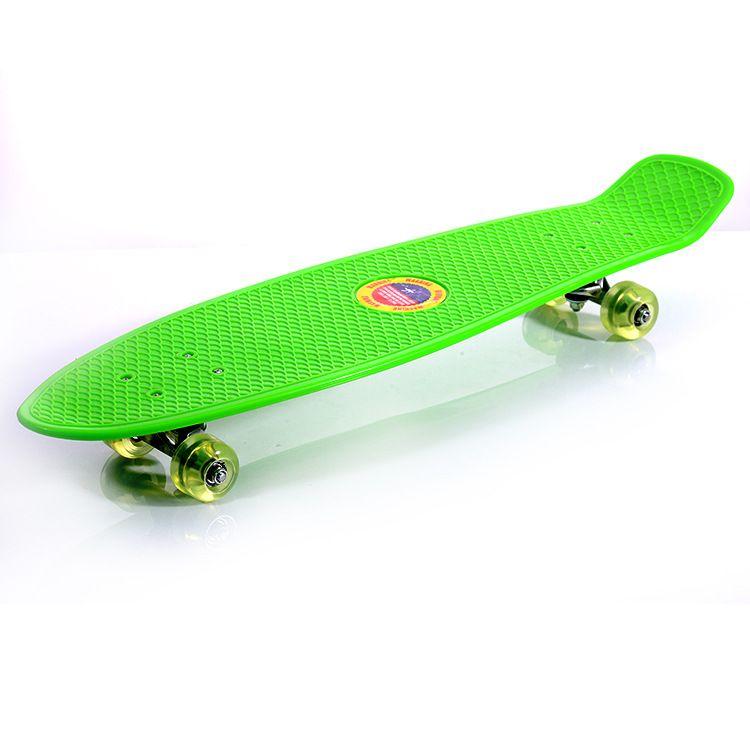 新款儿童单翘小鱼板香蕉板 四轮滑板极限运动代步刷街滑板