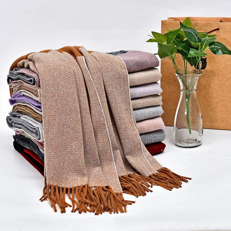 秋冬新款撞色女士保暖围巾长款羊绒流苏女街拍围巾披肩个性几何型
