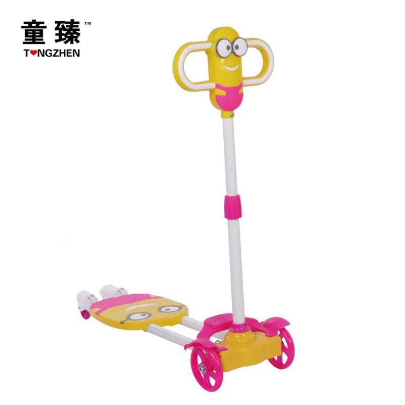 小黄人儿童滑板车  四轮摇摆车 无闪光音乐高档赠品 一件代发