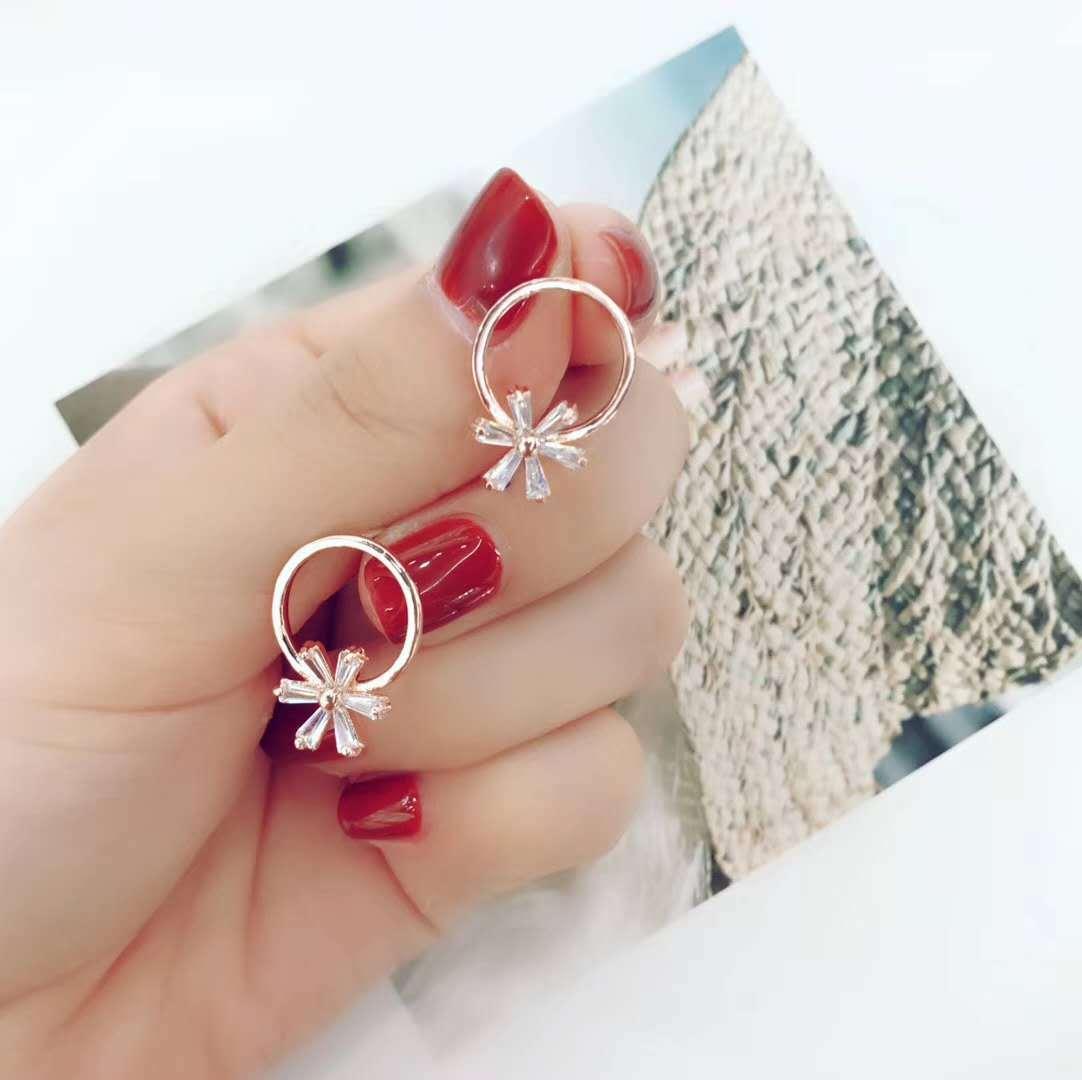 韩国风森系小清新六叶草耳钉气质耳饰防过敏圈圈耳钉百搭新款耳环