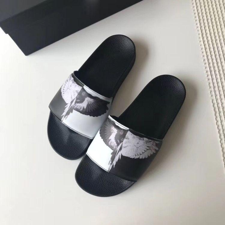18夏季新款外贸原单皮质情侣拖鞋翅膀图案一字拖时尚男女潮拖鞋