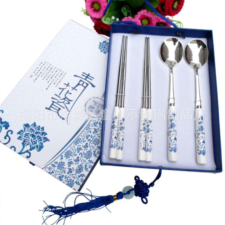 童心现货批发新款不锈钢青花瓷勺筷子四件套礼品餐具套装商务会展