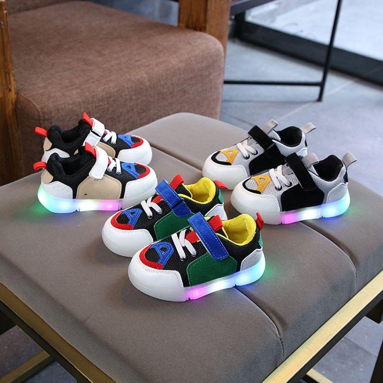 2018秋季新款亮灯儿童板鞋LED带灯男女童休闲鞋韩版运动鞋发光鞋