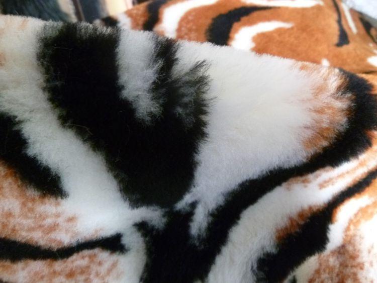 高密度羊毛布提花羊毛布真羊毛机织布全羊毛汽车座套人工羊毛布