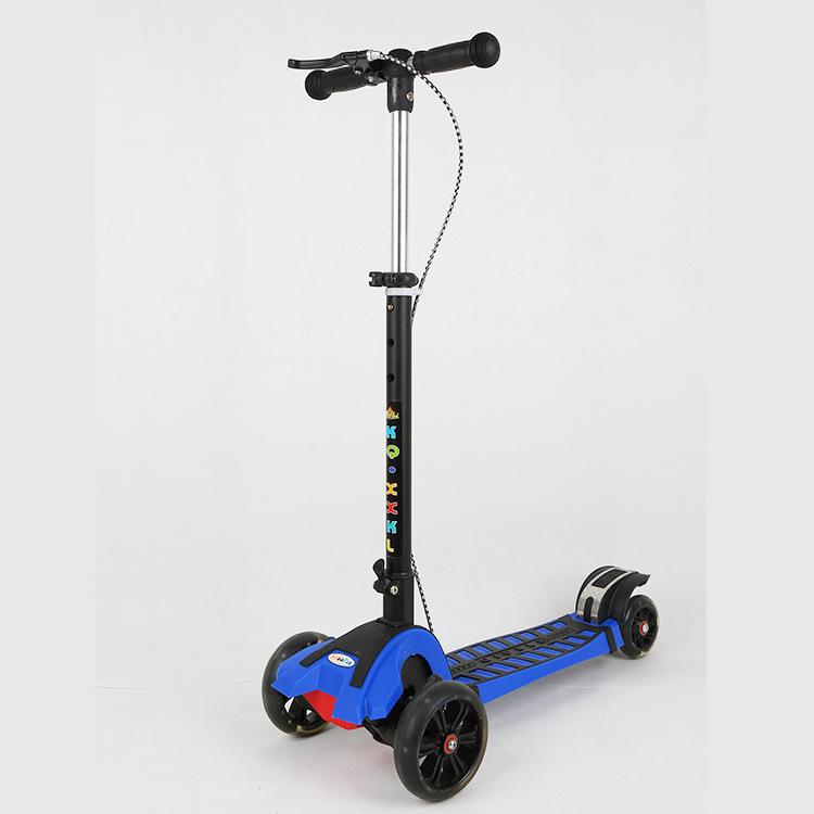 时尚PU轮闪光儿童滑板车 便携升降三轮脚踏滑板车 滑滑车厂家直销