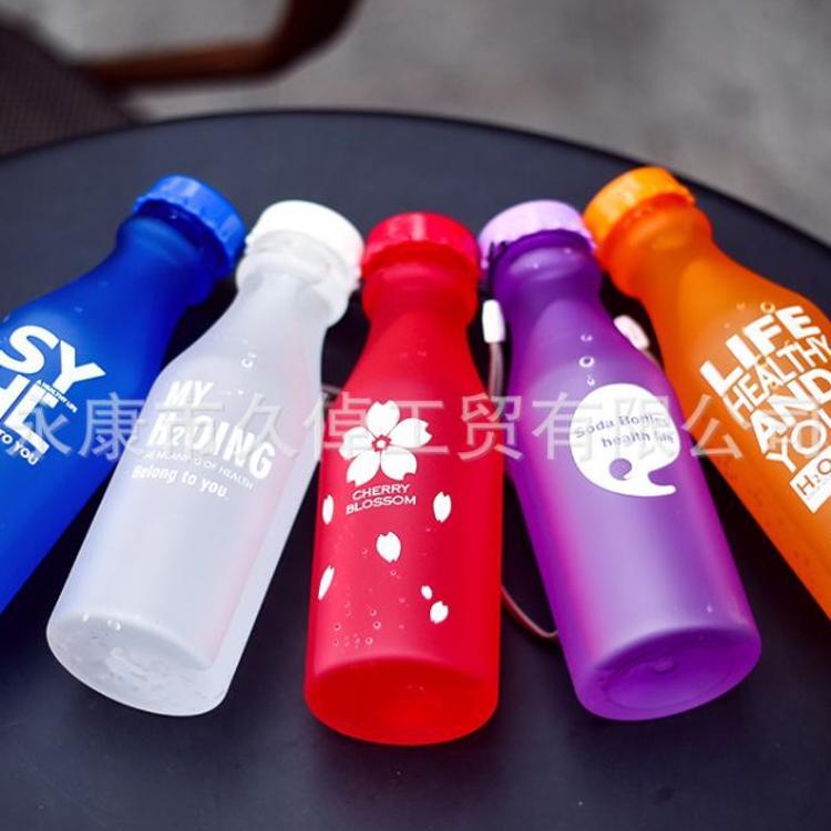 运动儿童水壶批发防漏便携塑料水杯学生带盖汽水瓶随手杯太空杯子