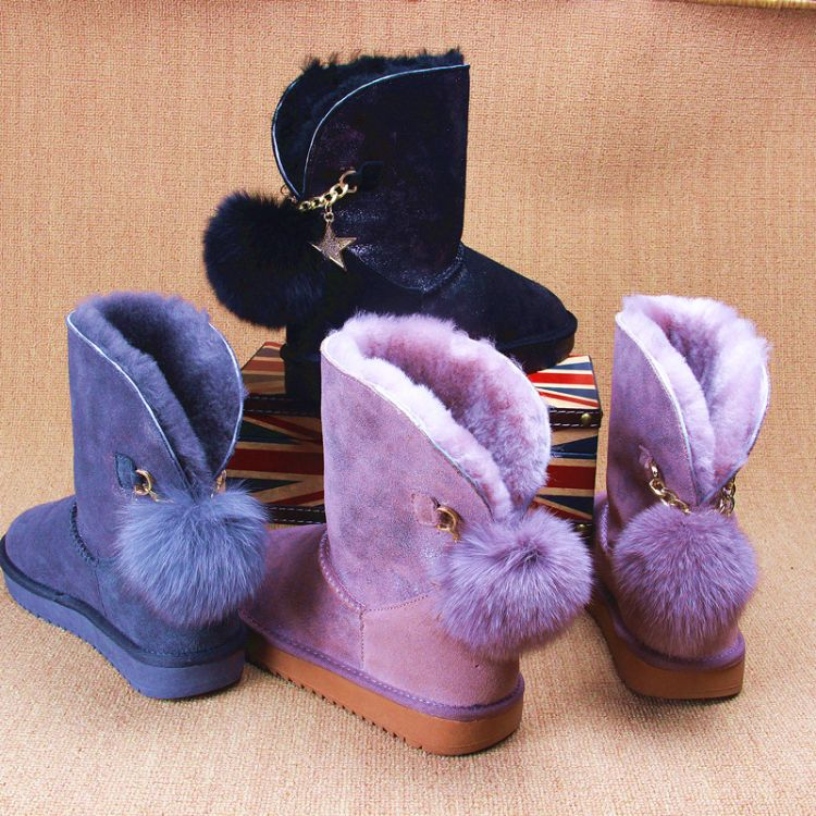 雪地靴女2018新款羊皮毛一体中筒短筒冬季加绒加厚保暖挂坠款靴子