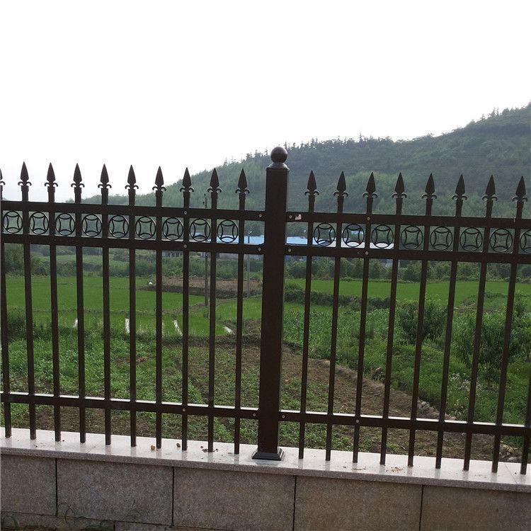 广西定制铁艺护栏果园铁丝围栏家庭围墙锌钢护栏耐腐蚀的五金制品