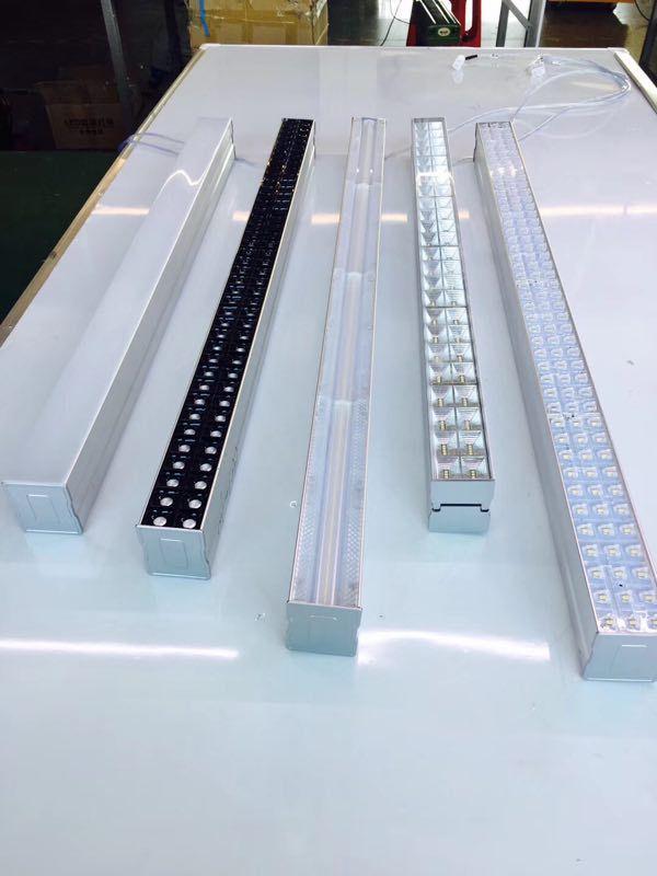 LED线形型学校黑板洗墙灯格栅要调节角度非标订制吊杆反光杯防炫